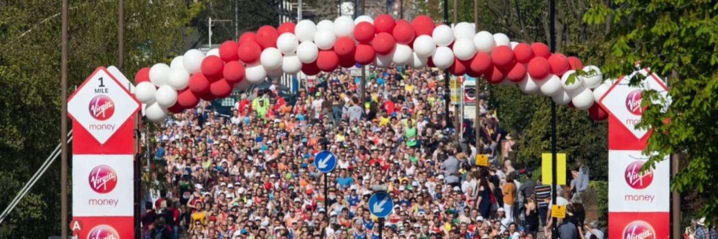 Large crowd at the London Marathon start line